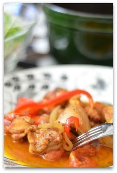 チキンのパプリカマリネの蒸し焼き