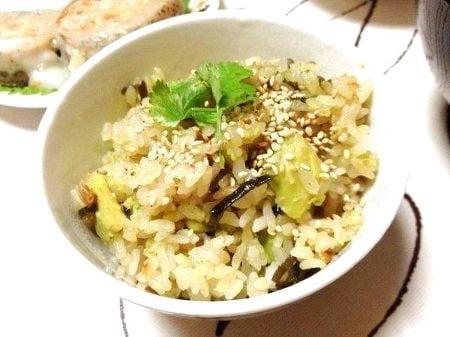 アボカドと塩昆布の炊き込みご飯