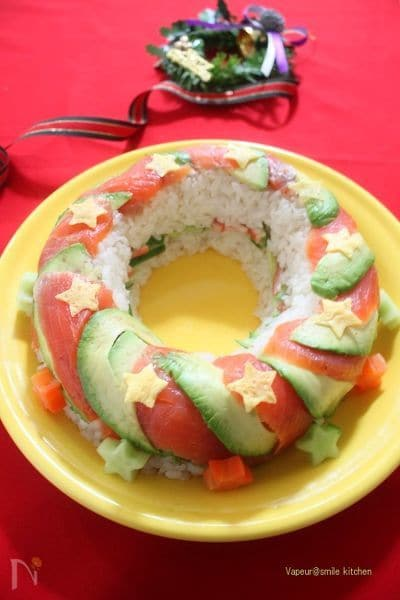 クリスマスリースのレインボー押し寿司