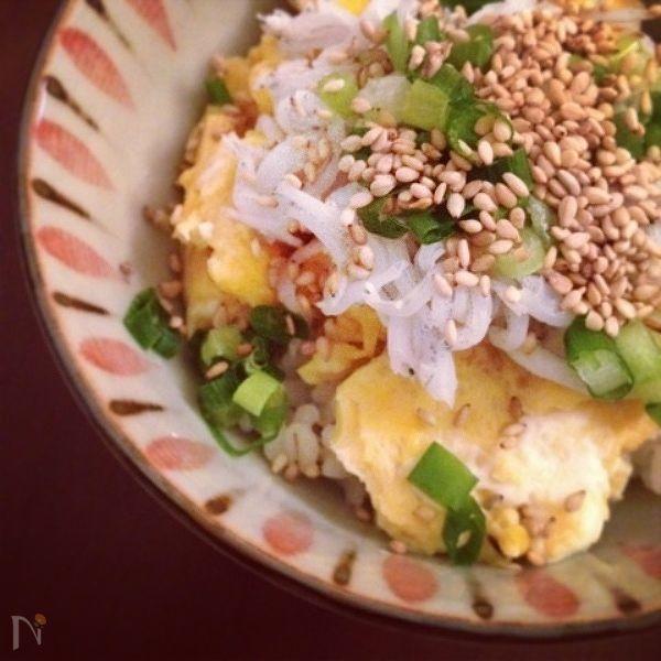 ふわふわ卵のしらす丼