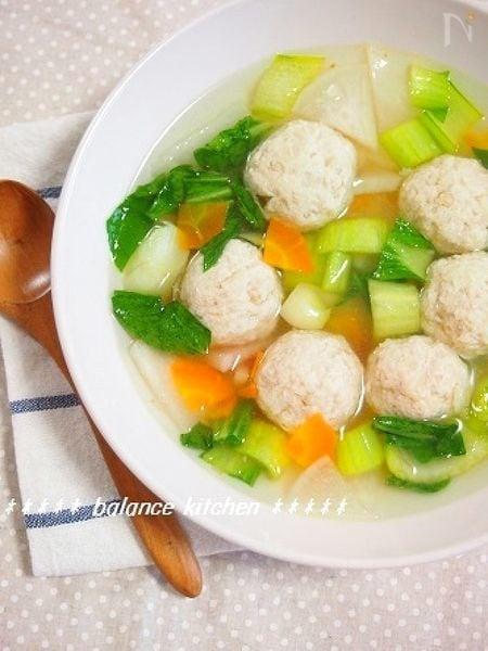 3. えのき入りふわふわ鶏だんごとたっぷり野菜のスープ