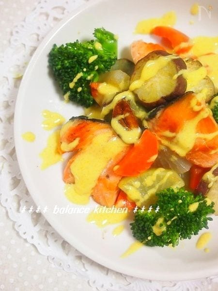 鮭と彩り野菜のソテー カレーチーズソース