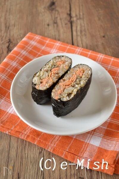 【おにぎらず】鮭ときのこのサンドおむすび