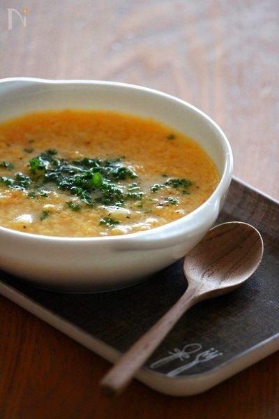 卵とチーズのスープパスタ。