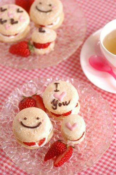 イチゴ&ホイップサンドのブッセ♡チョコレート飾り♡