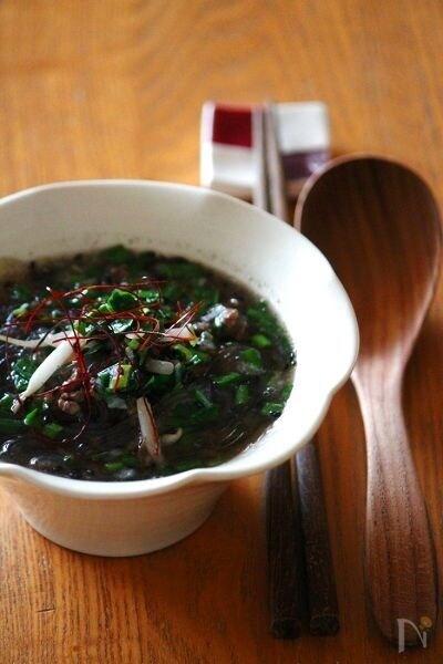 黒胡麻坦々春雨スープ。