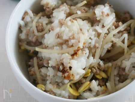 豆もやしと牛ひき肉のご飯