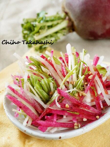 2色大根の梅風味サラダ ローストそばの実のせ