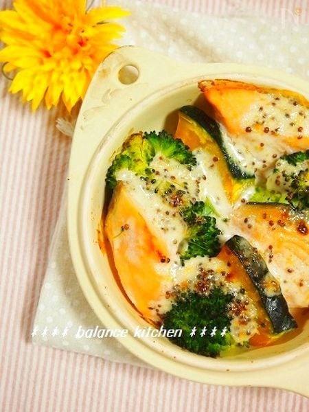 鮭と緑黄色野菜のマスタードマヨグラタン