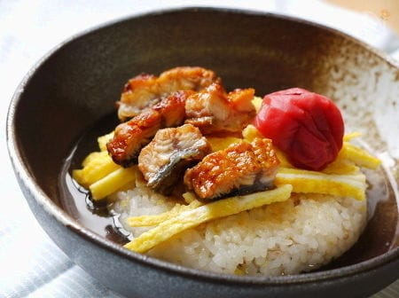 麦とキビご飯で冷製うなぎ茶漬け