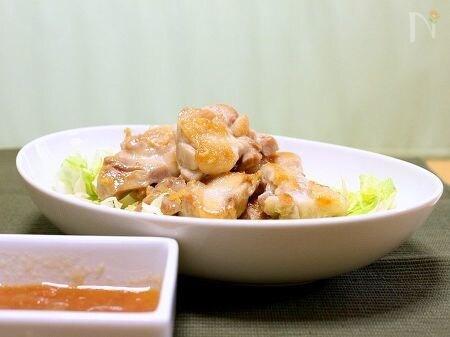 鶏肉の岩塩焼き(エスニック風梅ソース)