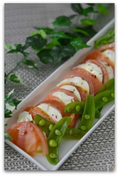 モッツァレラチーズとサーモンのカプレーゼ風サラダ