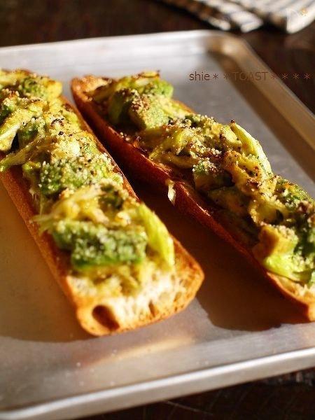 ピリ辛っ!アボカドのネギ味噌トースト☆