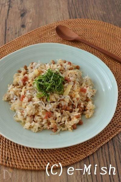 納豆とセロリの梅じゃこチャーハン