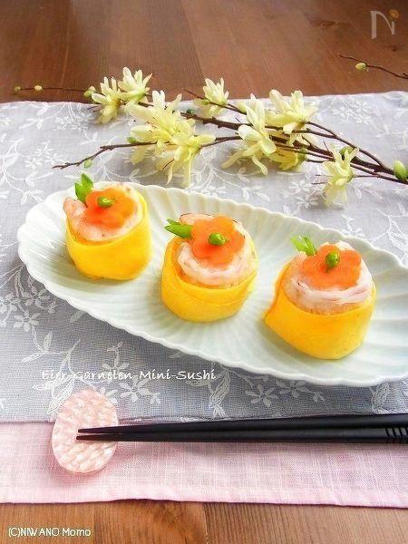 海老と玉子の茶巾風てまり寿司