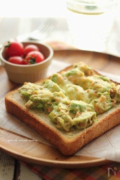 アボカドと鮭の山葵マヨチーズトースト