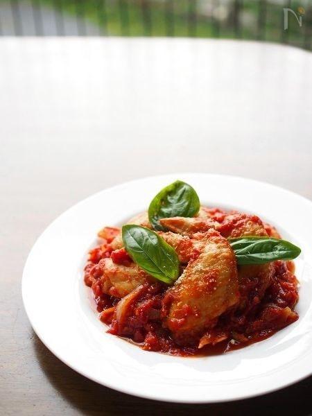 チキンとトマト缶のフライパン煮込み