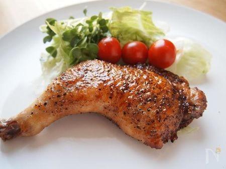 骨付鶏もも肉の黒コショウてりやき