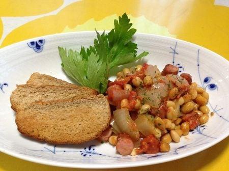 大豆とトマトのグリル ~玄米パンと一緒に~