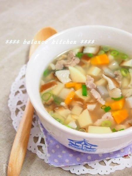 煮るだけ簡単。豚肉ところころ野菜のエスニックスープ