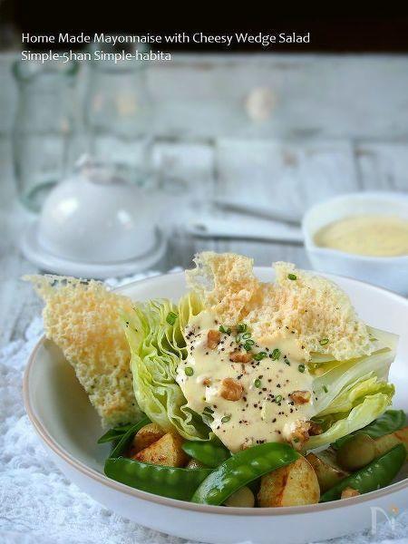 自家製マヨネーズのウェッジサラダ、パリパリチーズ付き