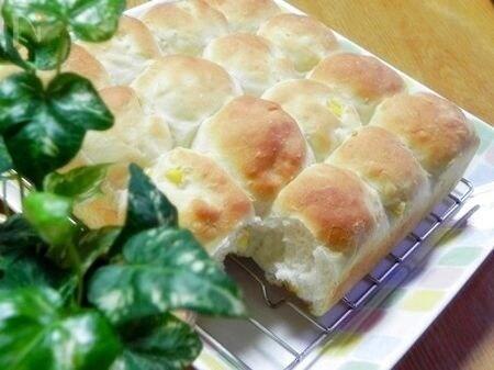 コーン入りのちぎりパン