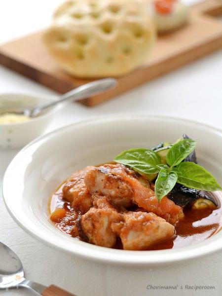 鶏むね肉のフレッシュトマト煮込み
