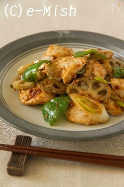 【ココナッツオイル】鶏肉とれんこんのしゃきしゃきごま味噌炒め