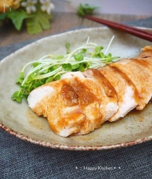 しっとり鶏むね肉の味噌生姜醤油ソースがけ