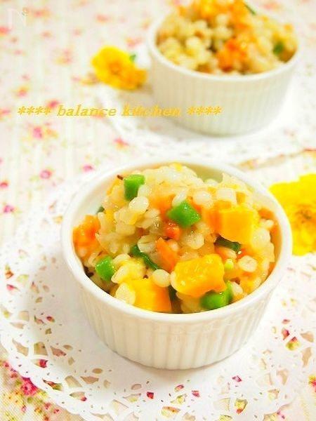 夏の朝食に。冷やして美味しい。押し麦と野菜のリゾット