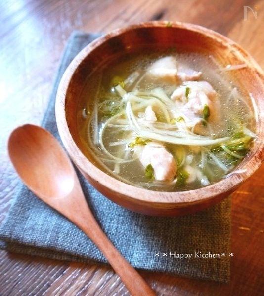 1. 鶏肉と生姜のサムゲタン風パイタンスープ