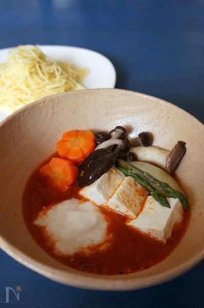蒸し野菜ととろろのトマトつけパスタ