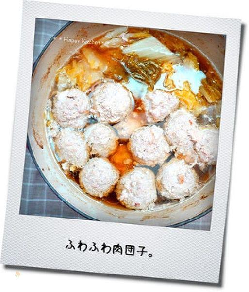生姜でぽかぽか♪ふわふわ肉団子と白菜の梅風味鍋