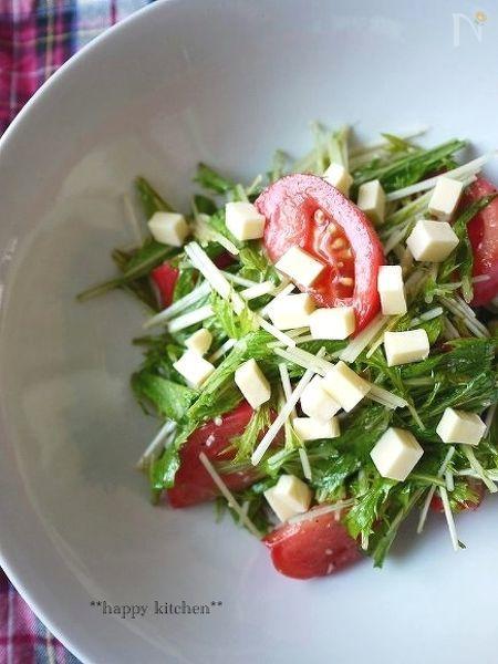 水菜とトマトのコロコロチーズ塩麹和えサラダ