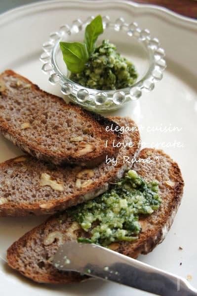 包丁で作るパンに塗るジェノベーゼ風