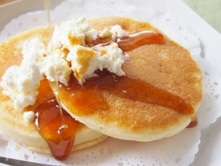 白いバターとパンケーキ
