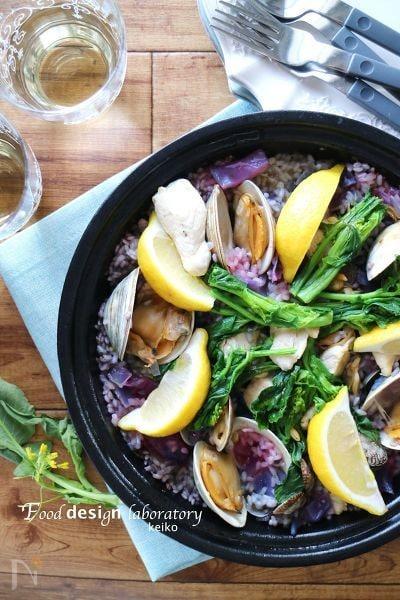 変化が楽しい、菜の花と蛤のパエリア