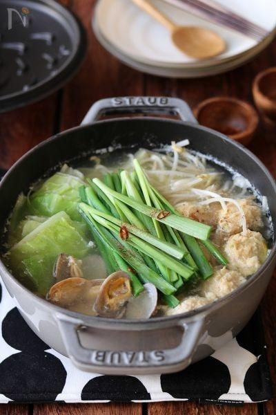 鶏団子とあさりの塩ちゃんこ鍋