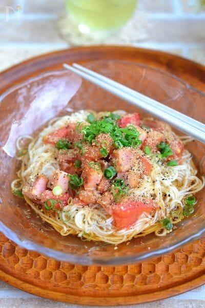 トマトとベーコンのごまぶっかけ素麺
