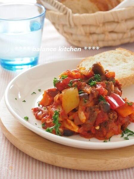 手間なし!牛すじとたっぷり野菜のトマト煮