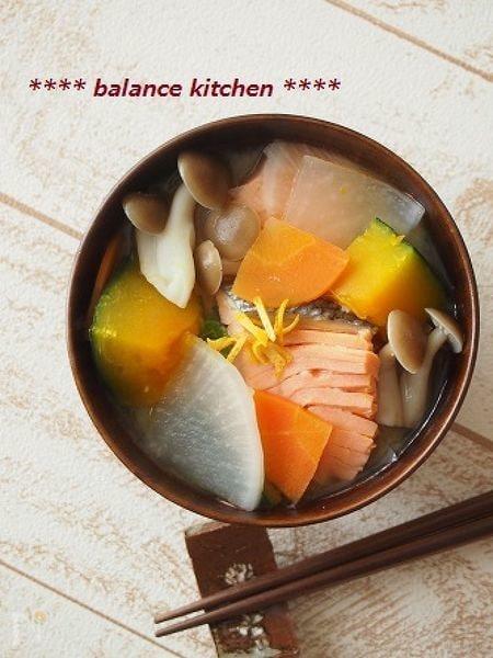 冬至にも 時短&出汁不要。かぼちゃと鮭の柚子味噌汁