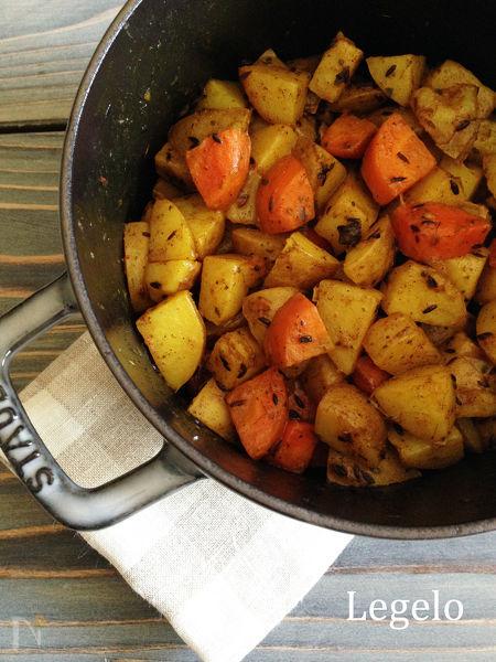 ストウブ鍋でジャガイモとニンジンのサブジ