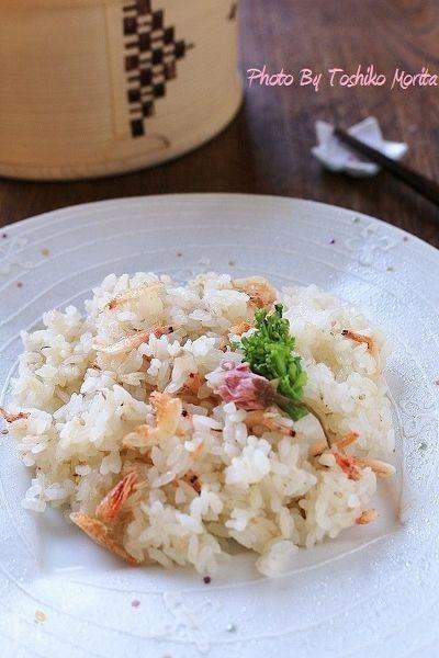 ピンクが綺麗~桜えびと新生姜の炊き込みご飯 by 盛りつけ師★もりたとしこ