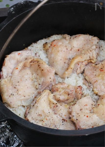ダッチオーブンで作るアジアン鶏めし