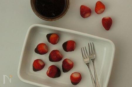 苺のシナモンローチョコレートディップ