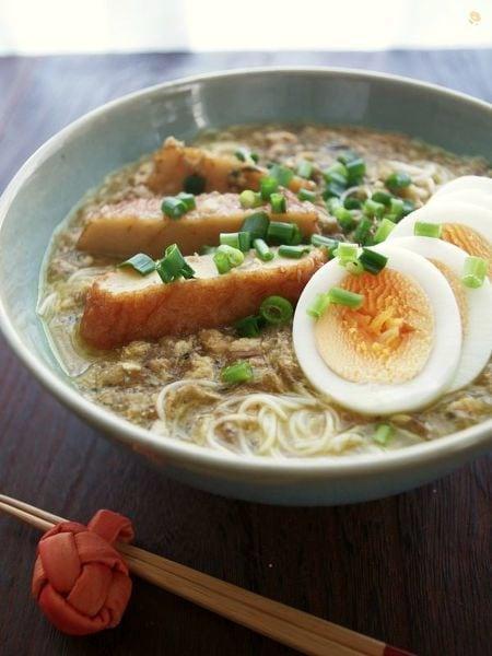 ミャンマーの国民食!モヒンガー風さつま揚げのカレー麺