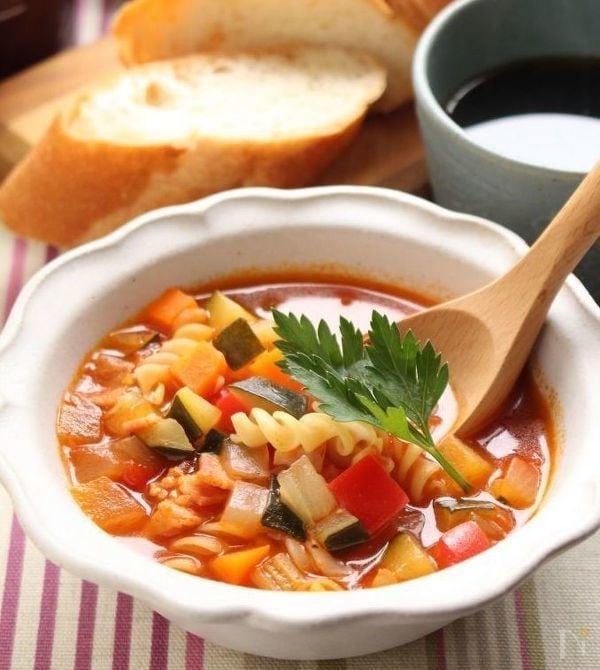 角切り野菜とマカロニのトマトスープ