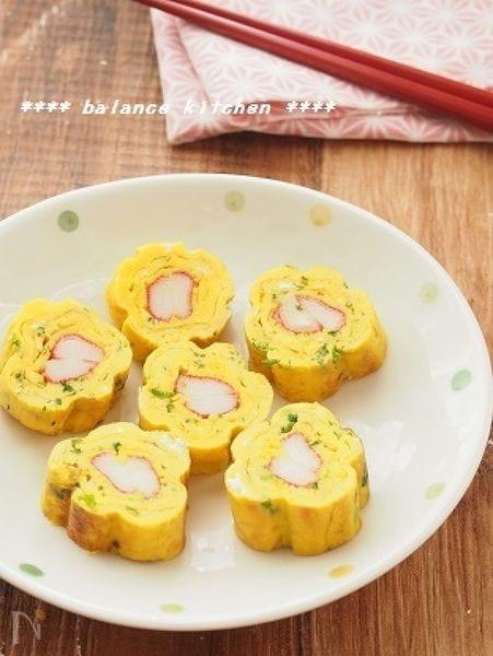 お弁当に!お花の卵焼き(かにかま&ねぎ)