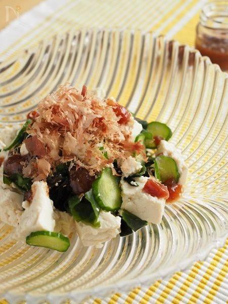ごま油香る「梅だれ」の豆腐サラダ