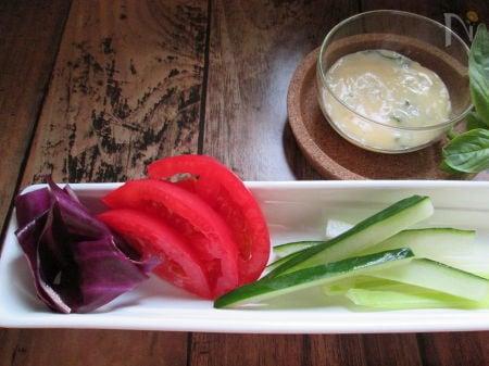 手作りバジルマヨネーズで食べる野菜スティック